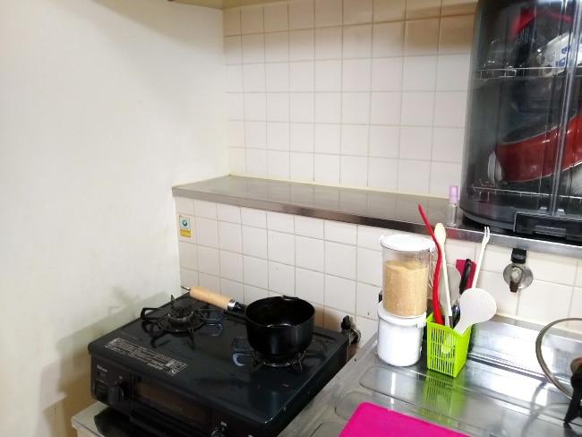 マグネポートを使う前のキッチン壁
