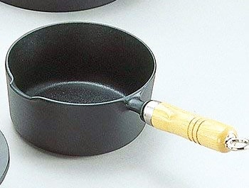 【岩鋳】木製取っ手付き南部鉄器鍋16cm