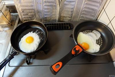 卵を入れると、古「ぼこぼこ」、新「綺麗な熱の入り」