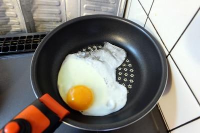 卵の一部が反ってくっついていないのが分かる