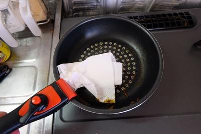 軽くキッチンペーパーで拭くだけで綺麗に